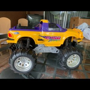 EZ-TEC F-150 Extreme RC Car Yellow/Purple. 49 MHz.